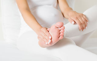 Можно ли делать массаж беременным: спины и шейно-воротниковой зоны при беременности в 1 и 2 триместре