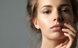Чем отличается микроблейдинг от перманентного макияжа бровей, волоскового татуажа и микропигментирования?