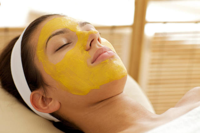 Маска из желтка для лица, рецепты в домашних условиях от морщин, прыщей и черных точек, отзывы.