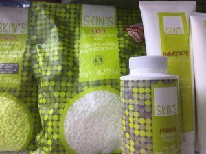 Депиляци Скинс - что это, где делают: дома или в салоне; для каких зон на теле подходит; подготовка к эпиляции, технология впыолнения, уход за кожей после; можно ли при беременности делать депиляцию skins; что лучше - шугаринг или полимерная депиляция