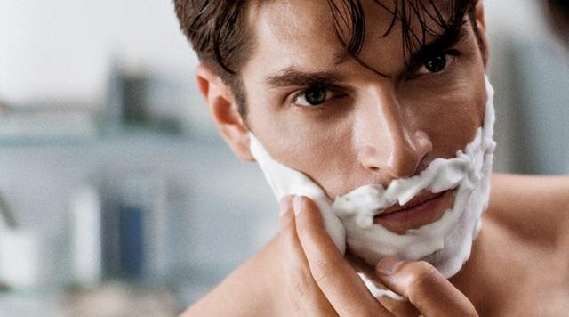 Шелушится кожа на лице у мужчины: почему на руках, что делать, причины покраснений подбородка