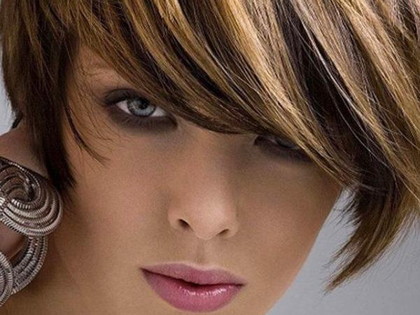 Колорирование на русые волосы: короткие (каре) стрижки и средней длины, какие оттенки выбрать (светлые, холодный блонд и шоколад, белые, карамель, пепельный, рыжий, цветное, с коричневым), красивое для блондинок, без осветления прядей