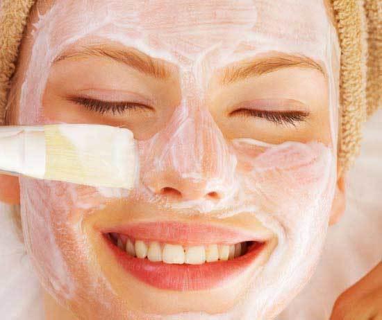 22 маски для жирной кожи лица в домашних условиях, для проблемной, для сухой: рецепты от купероза, от жирного блеска