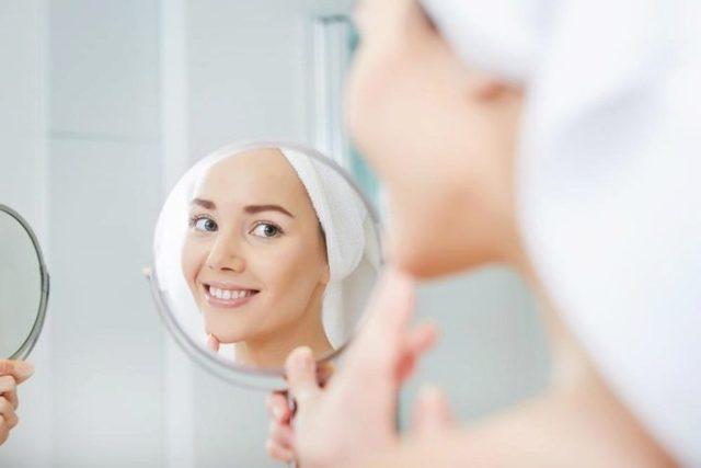 Как правильно наносить крем вокруг глаз: сыворотку на кожу, схема как пользоваться, можно ли использовать, накладывать