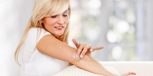 Шелушатся локти: почему сохнет и облазит кожа на левой руке, причины шелушения у женщин, лечение кожных заболеваний, красный