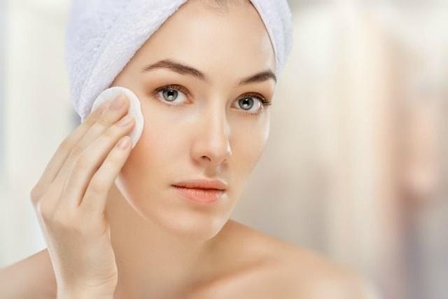 Что такое мицеллярная вода для лица: для чего нужна, чем полезна, польза