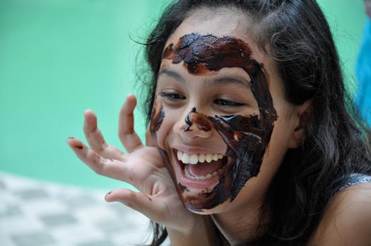 20 масок для лица: шоколадная, из красной икры, эффективные из зубной пасты, петрушки, хны