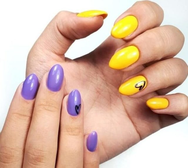 Сочетание цветов в маникюре: разноцветный на разных пальцах, таблица и палитра, с каким сочетается желтый и фиолетовый, красивый двухцветный