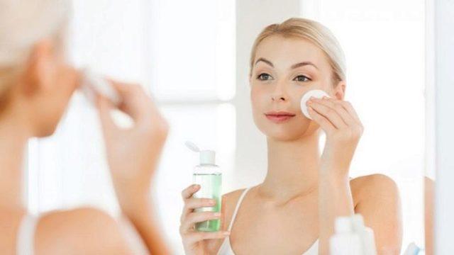 Как пользоваться тоником для лица: 8 советов - для чего нужен, правильно использовать, нужно ли смывать, как наносить, применение лосьона, до маски