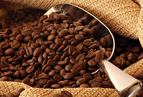 Кофейная маска для волос: применение гущи с кофе, отзывы, как влияет