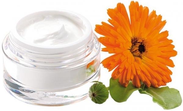 Настойка календулы для лица: отзывы об отваре в косметологии, лечебные свойства для кожи, можно ли протирать лицо и от чего помогает маска и болтушка от прыщей