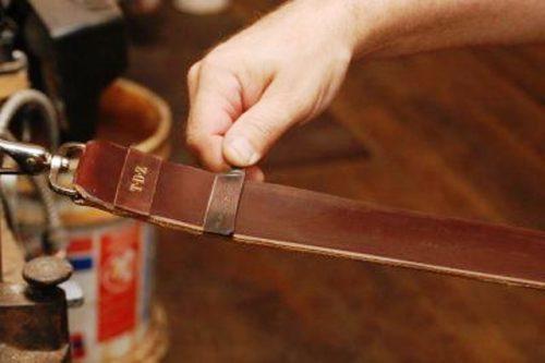 Как заточить бритву - 6 способов: пищевая фольга, наждачка, заточка камнем, как поточить пирамидкой, кожаный ремень, джинсовая ткань