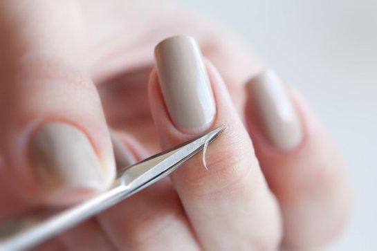 Как правильно обрезать кутикулу: как срезать кусачками в домашних условиях, отрезать при обрезном маникюре ножницами для удаления, обрезание