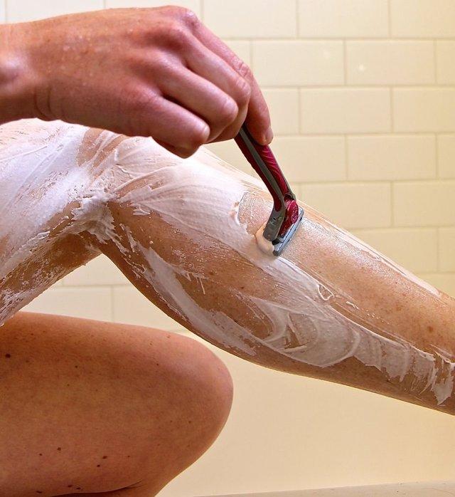 Как правильно брить интимную зону девушке - нужно ли брить интимные места, вредно или нет, как правильно это делать