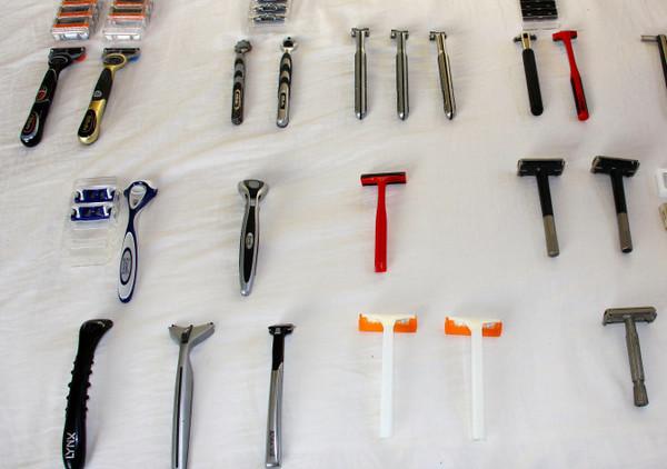 Станок бритвенный - чем женский Т-образный для бритья отличается от мужского, как брить классическим зону бикини без раздражения