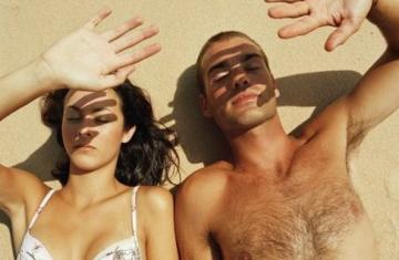 Лазерная эпиляция - что это такое, сколько стоит удаление нежелеательных волос на теле для мужчин и женщин, плюсы и минусы процедуры, есть ли противопоказания и побочные эффекты для женского организма, вредна ли эпиляция лазером для здоровья