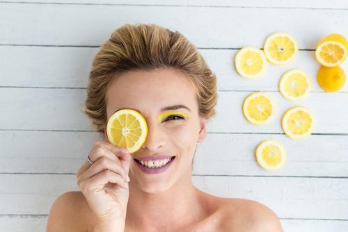 Отбеливающие маски для лица от пигментных пятен в домашних условиях: как отбелить кожу, отзывы об отбеливании пигментации лимонным соком
