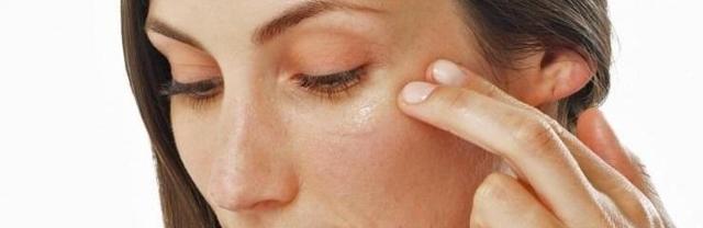 Глицерин для лица: польза и вред для кожи, отзывы, можно ли мазать от морщин вокруг глаз на ночь, как правильно использовать, свойства