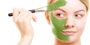 Петрушка для лица: маска в косметологии, отвар от морщин, сок от прыщей и пигментных пятен, отзывы о масле для кожи в домашних условиях