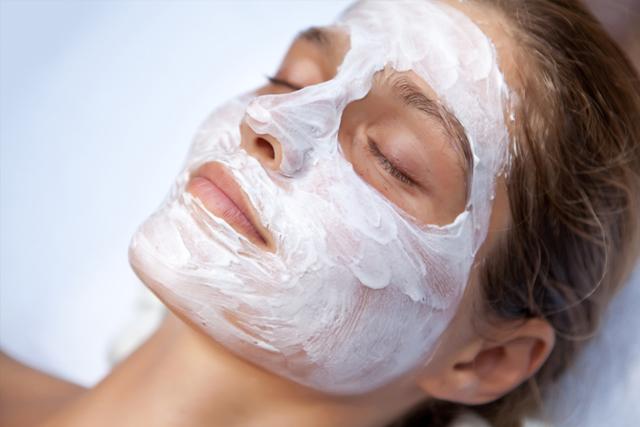 5 популярных масок для кожи лица с витаминами: cafe mini, фаберлик, chocolatte, либридерм, bon voyage agiotage; разновидности аптечных витаминов в ампулах: Е, В2, В6, АЕвит, В12,С, А, Д