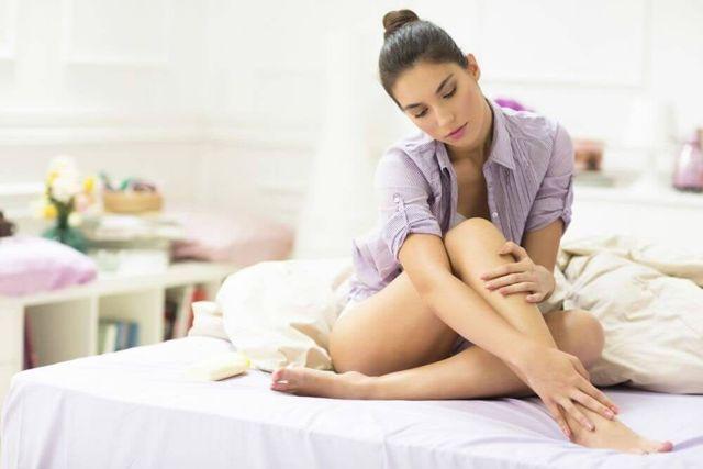 Как часто надо делать шугаринг, от чего зависит частотат проведения сахарной депиляции и ка быстро растут волосы на теле; как часто выполняют шугаринг на разных участках тела - на ногах, на лице, в зоне бикини, на руках, подмышки