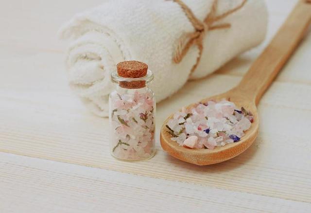 Морская соль для ванны: польза и вред солевой ванночки для ног, чем полезны ножные для детей, отзывы, показания и противопоказания