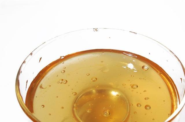 pavia spa cosmetics паста для шугаринга - преимущества и недосткти, для каких зон на теле подходит; правила применения: мануальная техника нанесения сахарной массы Павиа, бандажная, шпательная; есть ли противопоказания;сколько стоит средство для депиляции