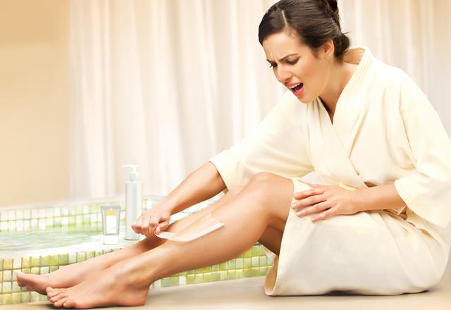 Шугаринг - это больно или нет, какие ощущения испытывает женщина во время сахарной депиляции на разных участках тела: в области подмышек, на ногах, в зоне бикини, на лице, на руках; как делать шугаринг безболезненно; обезболивающие препараты