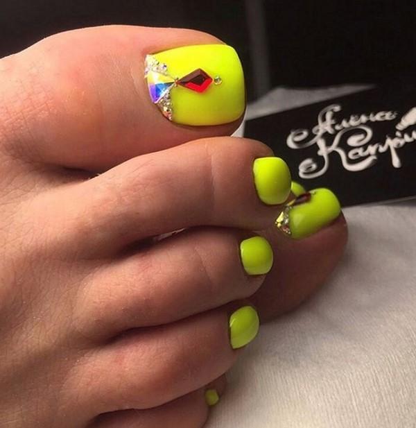 Педикюр со стразами: расположение френч на ногах, красивый дизайн ногтей с камнями на большом пальце, как красиво выложить французский