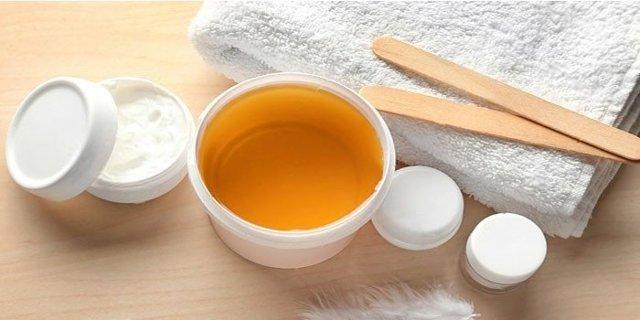 Как правильно делать шугаринг в домашних условиях на ногах, на лице и в зоне подмышек; что необходимо для процедуры удаления волосков сахаром дома, как выбрать технику выполнения и материалы; как уменьшить болевые ощущения и подготовиться к депиляции