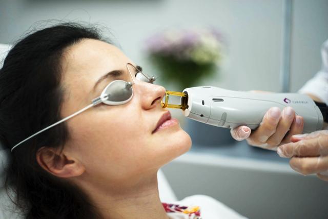 Ваксинг - что это такое, показания к проведению, виды и техники, как проводят депиляцию усиков над верхней губой и в носу у мужчин воском