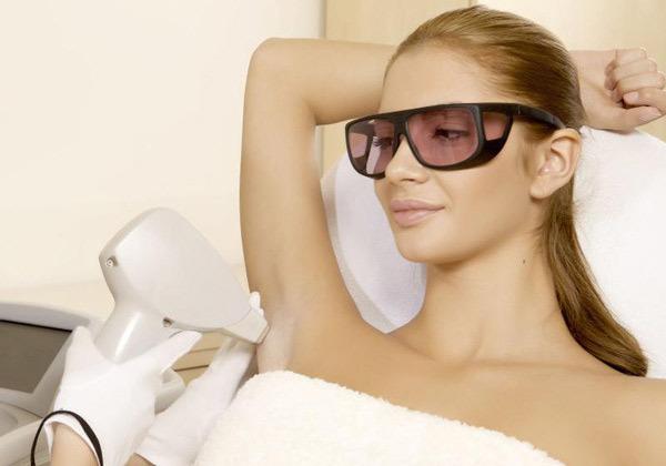 Лазерная эпиляция подмышек: сколько нужно процедур, противопоказания и последствия, можно ли пользоваться дезодорантом, подготовка
