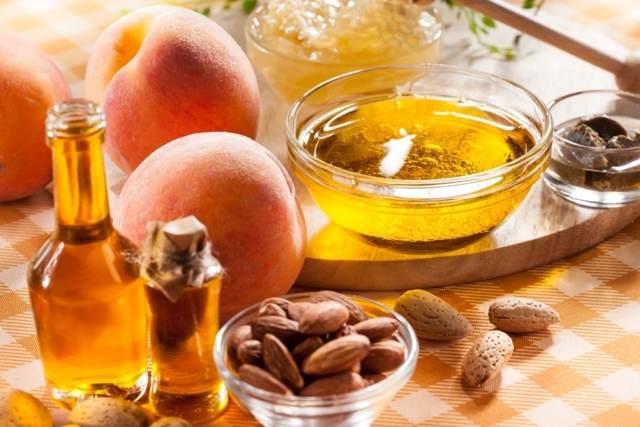 Камфорное масло для лица от морщин или персиковое - отзывы о косметических маслах вокруг глаз