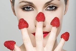 Маска из малины для лица: польза и вред в домашних условиях, малиновая от морщин в косметологии, из свежей малины в чистом виде