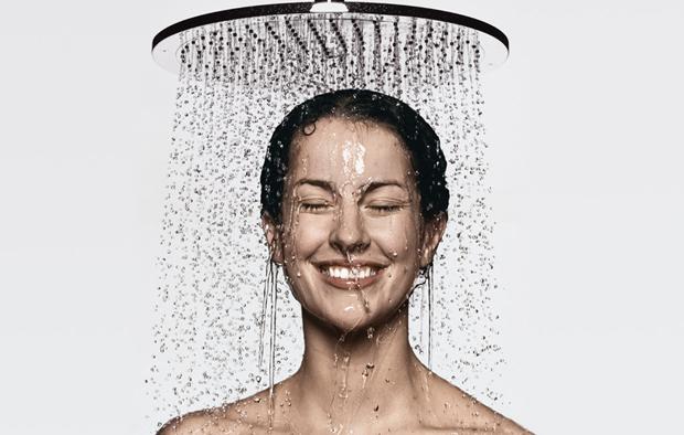 Выпадают волосы у женщины: причины и лечение, после мытья головы