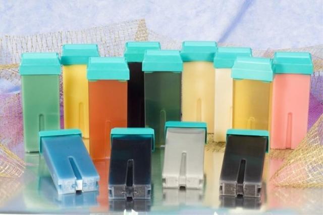 Картриджный воскоплав для разогревания воска перед проведением ваксинга; преимущества и недостатки кассетной депиляции, что понадобиться для проведения процедуры воском в катриджах; как правильно делать кассетную восковую депиляцию