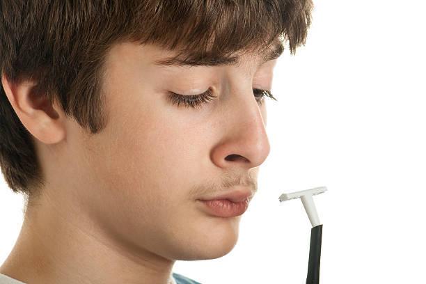 Как правильно брить ноги - со скольки лет можно, как бриться в первый раз и как часто, нужно ли брить выше колена