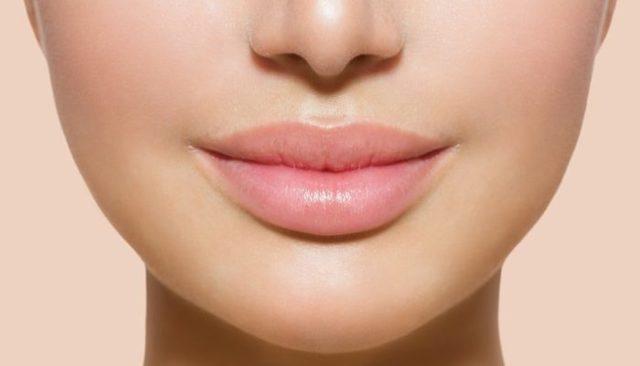 Блеск для губ увеличивающий объем: рейтинг бальзамов с эффектом увеличения, ТОП помад с ментолом, отзывы об Эвелин (eveline) и Орифлейм