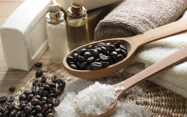 Кофейный скраб для тела в домашних условиях: польза обертывания из кофе от растяжек, рецепт для похудения, отзывы