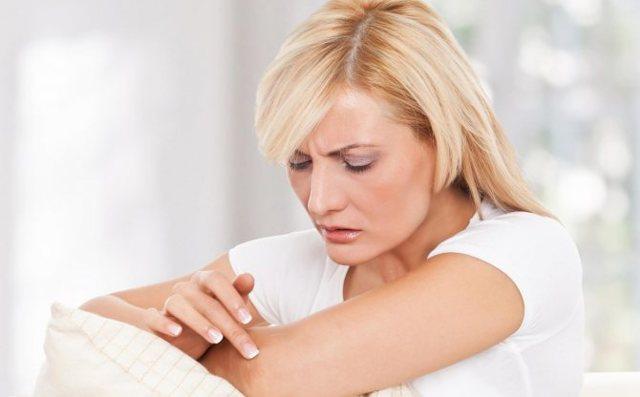 Локти: причины сухой грубой кожи серого цвета, признаки заболевания, шершавые у женщин, почему сохнут на руках у мужчин, лечение гусиной