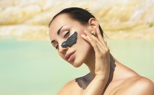 Черная глина для лица: отзывы, свойства и польза маски, применение косметической в домашних условиях