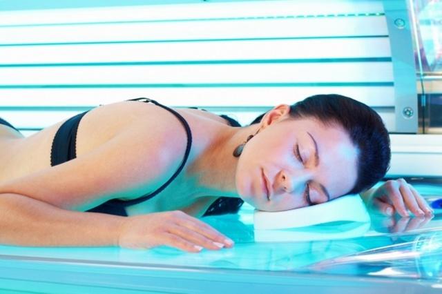 Можно ли беременной загорать на солнце: крем для загара во время беременности