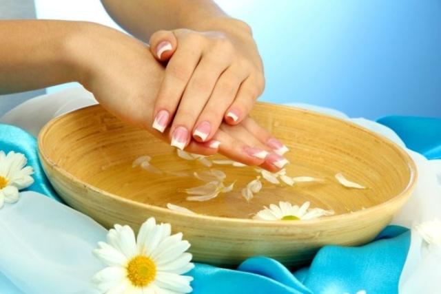 Слоятся ногти на руках что делать в домашних условиях, ломаются, народные средства, уход на ногтями, маски, массаж, масла, ванночки для ногтей, витамины, ногти слоятся у ребенка, что делать.